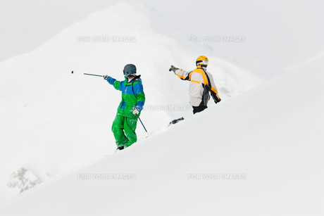 skiers and snowboardersの素材 [FYI00800087]