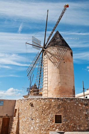 traditional windmill in palmaの写真素材 [FYI00800128]