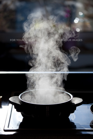 steam rising from a boiling potの素材 [FYI00800413]