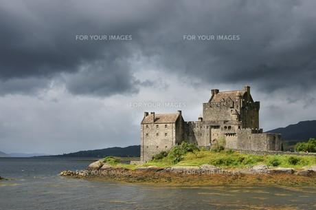 eilean donan castleの写真素材 [FYI00800601]