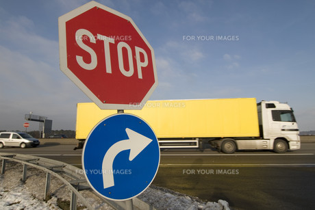 traffic signs on a motorway junctionの写真素材 [FYI00800630]