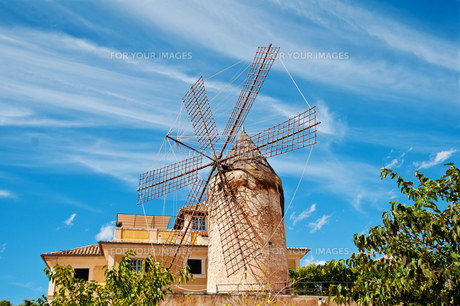traditional windmill in palmaの写真素材 [FYI00800651]