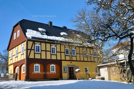 tudor style houseの写真素材 [FYI00800676]
