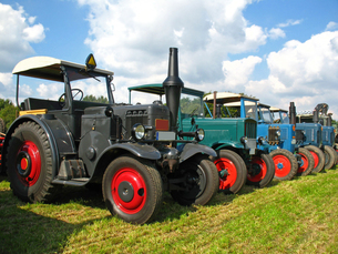 old tractorの写真素材 [FYI00800679]