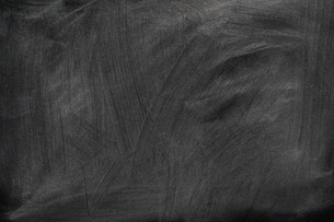 school blackboard with chalkの写真素材 [FYI00800685]