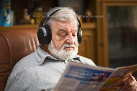man with headphonesの写真素材 [FYI00800686]
