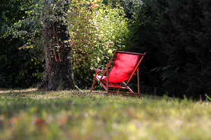 red deck chairの写真素材 [FYI00801421]