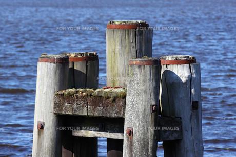 bollard in industrial portの写真素材 [FYI00801684]