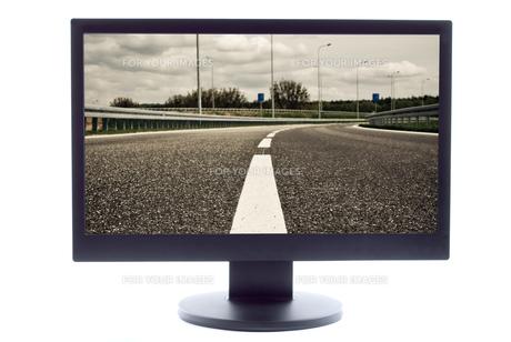 empty highway on tv screenの写真素材 [FYI00801751]