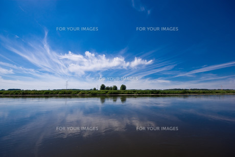 river and blue skyの素材 [FYI00801757]