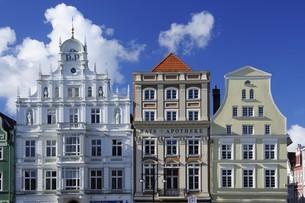houses facade neuer markt rostockの写真素材 [FYI00801901]