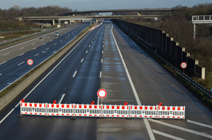 blocked highwayの写真素材 [FYI00802028]