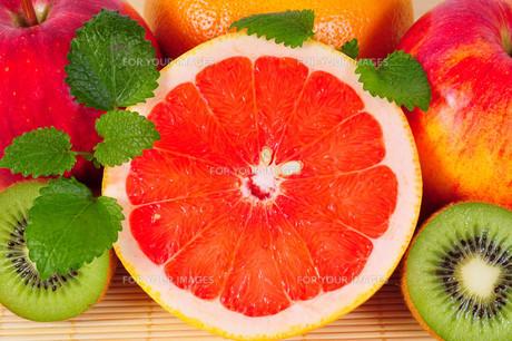 grapefruit fruit vitamins citrusの写真素材 [FYI00803032]