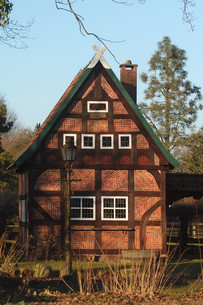 timbered house in north germanyの写真素材 [FYI00803543]