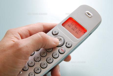 hand with phoneの素材 [FYI00803758]