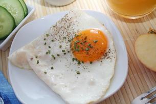 fried eggの写真素材 [FYI00804638]