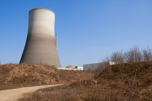 dirty road to a nuclear power plantの写真素材 [FYI00806467]