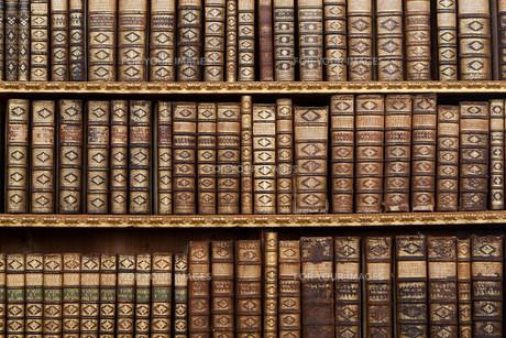 old antique booksの素材 [FYI00806468]