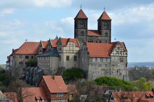 castle and collegiate church in quedlinburg (germany)の写真素材 [FYI00806886]