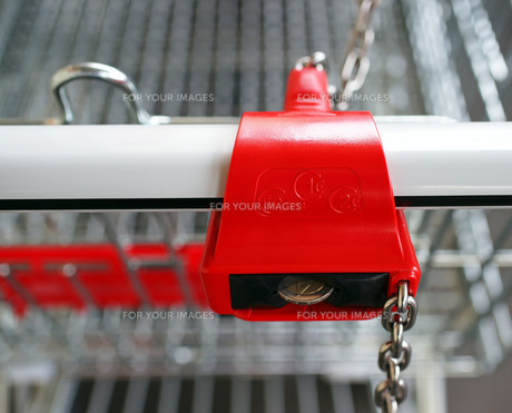 shopping cart detail - supermarket trolleyの素材 [FYI00807209]