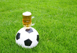 football beer - soccer beerの写真素材 [FYI00807210]