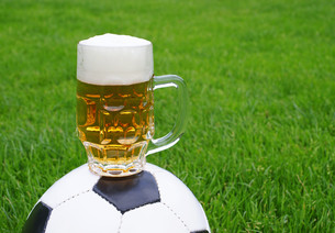 beer & football - beer & soccerの写真素材 [FYI00807238]