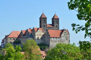 castle and collegiate church in quedlinburg (germany)の写真素材 [FYI00807682]