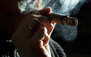 smoking cigarの写真素材 [FYI00808018]