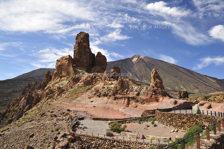 view from viewpoint of the cathedral towards teide volcanoの素材 [FYI00809117]