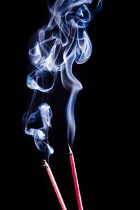 smoke meditation. incenseの写真素材 [FYI00809940]