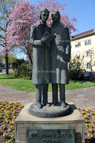 brothers grimm monument in kasselの写真素材 [FYI00811275]