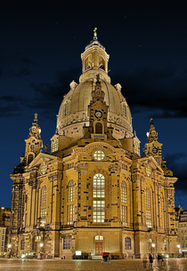 dresden frauenkirche at nightの写真素材 [FYI00812270]