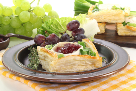 goat cheese tartletsの写真素材 [FYI00812399]