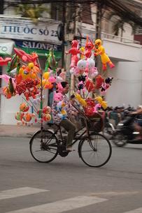 of transport bike in vietnamの素材 [FYI00815256]