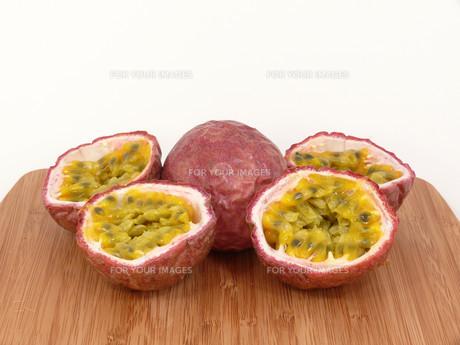 passion fruitの写真素材 [FYI00815893]