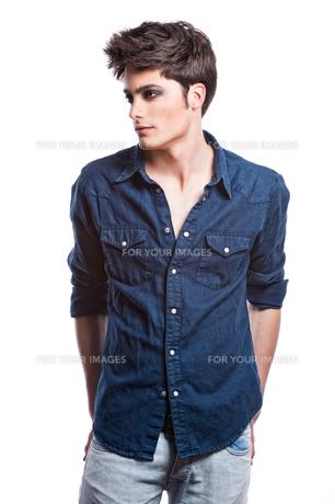 fashion shot of a young manの写真素材 [FYI00816083]