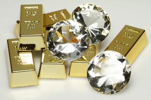 gold bars and diamondsの写真素材 [FYI00816368]