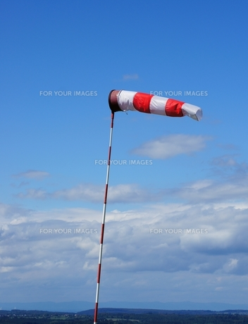 windsock at airfieldの素材 [FYI00816404]