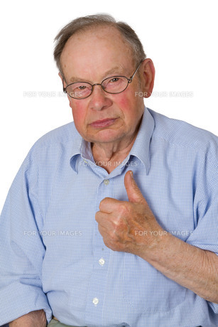 senior holds up thumbの素材 [FYI00816561]