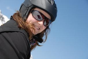 portrait - young woman with helmetの写真素材 [FYI00816573]