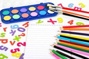 school pins letters numbersの写真素材 [FYI00816592]