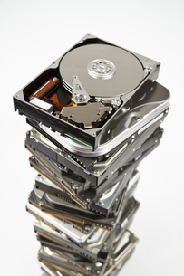 stack of hard drive with opened one on topの素材 [FYI00816652]