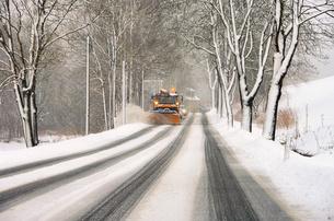 winterdienst - winter road clearance 02の写真素材 [FYI00816924]