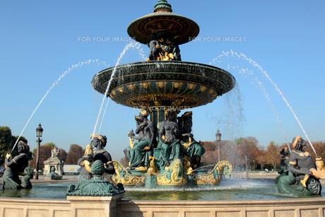 fontaine des fleuves place de la concorde parisの写真素材 [FYI00820630]