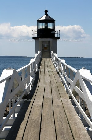 boardwalk to the lighthouseの写真素材 [FYI00821073]