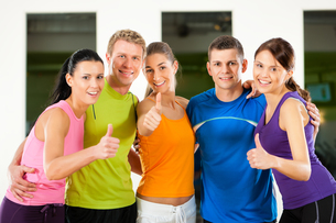 group in fitness training in the gymの写真素材 [FYI00822170]