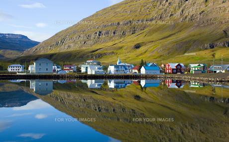 seydisfjordur in icelandの写真素材 [FYI00822478]
