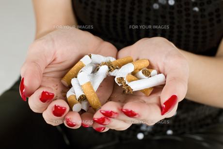 cigaretteの素材 [FYI00823504]