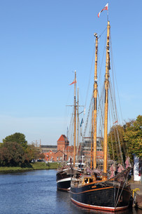 traditional sailer in untertrave,l?beckの写真素材 [FYI00823974]