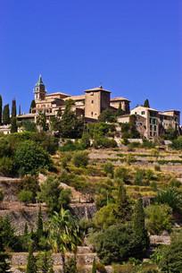 views of valldemossa in majorcaの写真素材 [FYI00824811]
